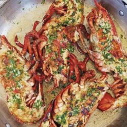 Halve kreeft met zuiderse groenten en mozzarella (350 gr.)